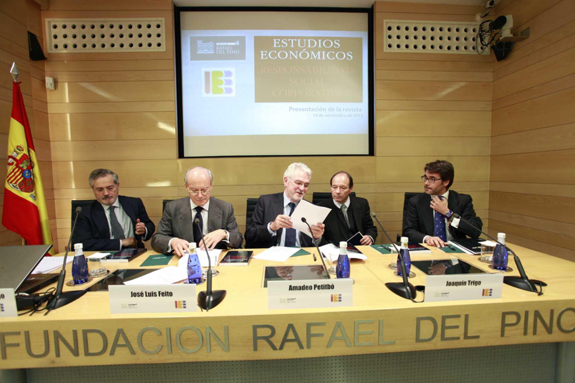 La Fundación Rafael del Pinoo presenta la revista Estudios Económicos con la presencia en la mesa de Rafael García Diego,  Jose Luis Feito, Amadeo Petitbó, Joaquín Trigo y Miguel García Caba.