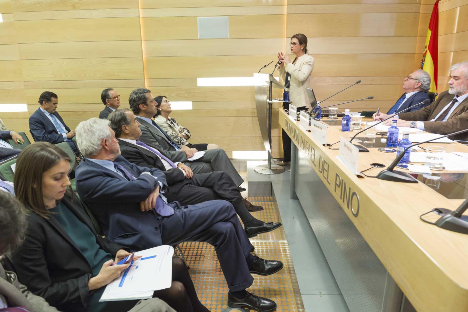 """La Fundación Rafael del Pino, en colaboración con el Círculo de Empresarios organiza  la mesa redonda """"el empresario como motor del crecimiento"""". En Madrid el 29 de abril de 2014."""