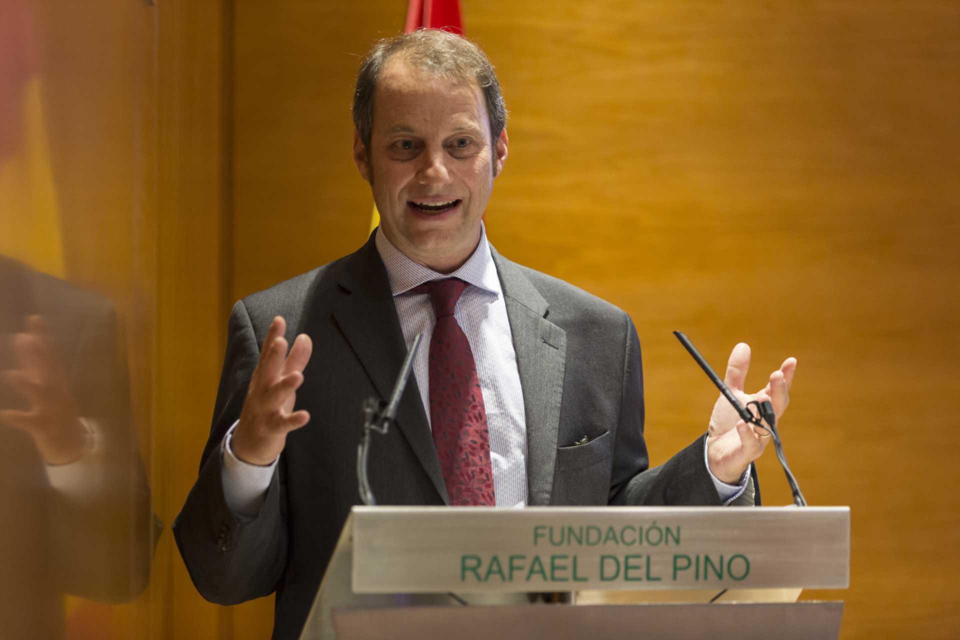 """La Fundación Rafael del Pino organiza la Conferencia """"El Desmoronamiento., treinta años d declive americano"""", con George Packer. En Madrid el 11 de junio de 2015. DS"""