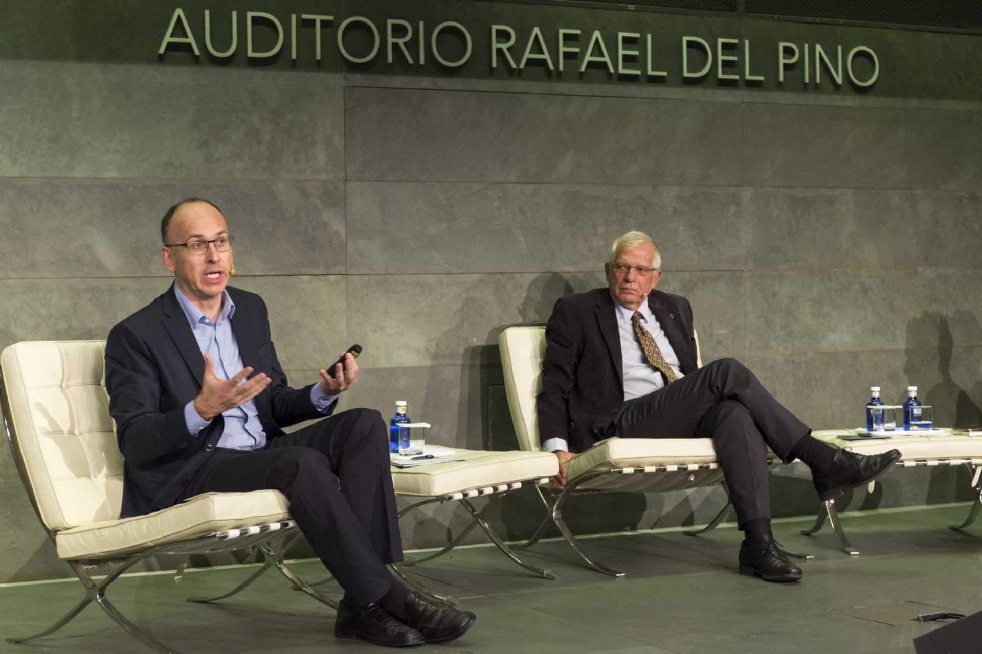 """La Fundación Rfael del Pino organiza un diálogo con motivo de la presentación del libro titulado """"Las cuentas y los cuentos de la independencia"""" que mantendrán Josep Borrell y Joan Llorach. EN Madrid el 12 de noviembre de 2015. DS"""