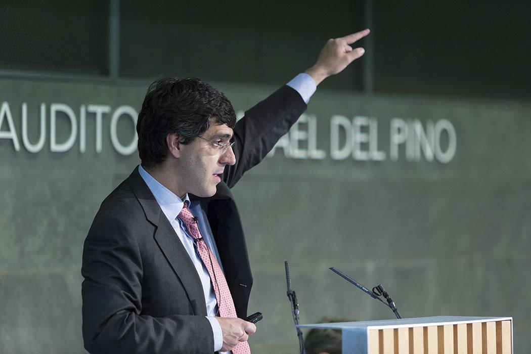 """La Fundación Rafael del Pino celebra la Conferencia Magistral de Jesús Fernández Villaverde """"Volver a empezar: el Reto de una Nueva Modernización Económica de España"""". En Madrid el 29 de abril de 2015. DS"""