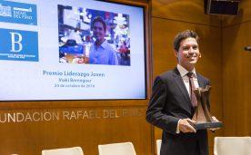 """La Fundación Rafael del Pino acoge el Premio """"Liderazgo Joven"""" que otorga la Asociación de Becarios de la Fundación a Iñaki Berenguer. En Madrid el 24 de octubre de 2016."""